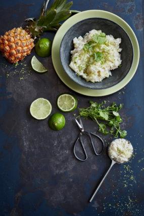 Jasmīnu rīsi ar kokosriekstu pienu un ananasu