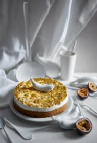 Marakujas un kokosriekstu siera kūka