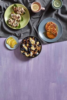 Brokastu pudiņš ar Brī sieru un mellenēm