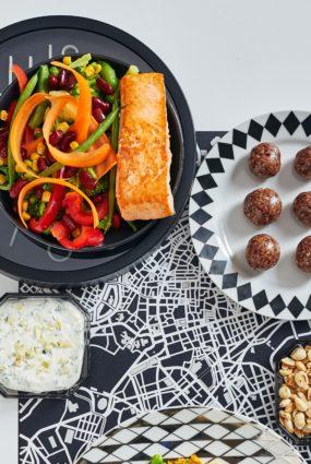 Uzturvielām bagātīgas vakariņas – lasis ar dārzeņiem