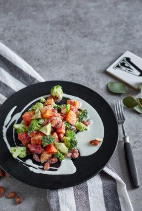 Brokoļu salāti ar mandeļu mērci