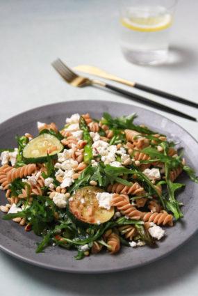 Pastas salāti ar sparģeļiem