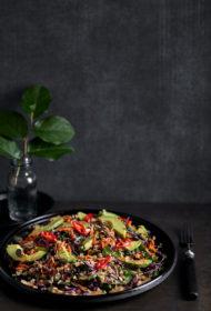 Kvinojas salāti Āzijas gaumē