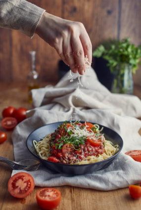 Spaghetti bolognese ar sarkanvīnu