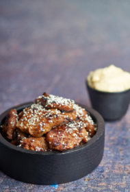 Sojas gabaliņi pašgatavotā ķiploku terijaki mērcē ar čili majonēzi