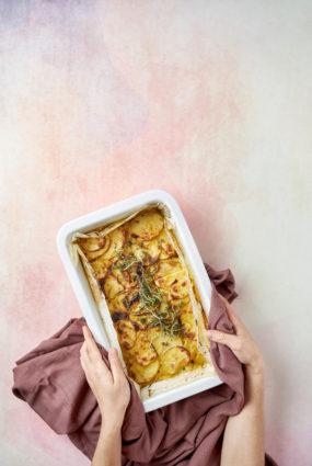 Jauno kartupeļu sacepums ar timiānu