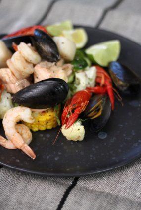 Tvaicētas jūras veltes ar dārzeņiem