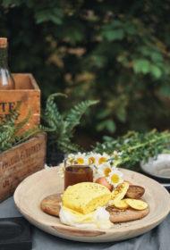 Svaigi siets Jāņu siers ar kuminu un kurkumu