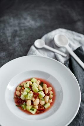 Baltās pupiņas tomātu buljonā