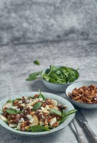 Salāti ar bumbieriem un karamelizētiem valriekstiem
