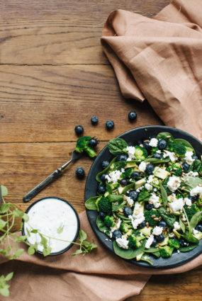 Brokoļu un melleņu salāti