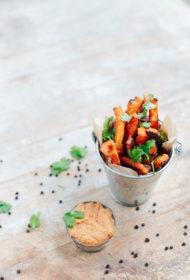 Saldā kartupeļa frī ar zemesriekstu mērci