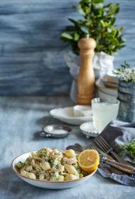 Makaronu salāti ar garnelēm un avokado