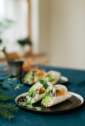 Melno pupiņu un avokado burito