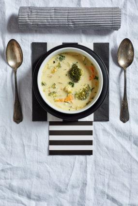 Dārzeņu un kokospiena zupa