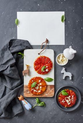 Tomātu tarte tatin jeb apgrieztā tomātu kūka