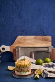 Tunča tornītis ar rīsiem, avokado un mango