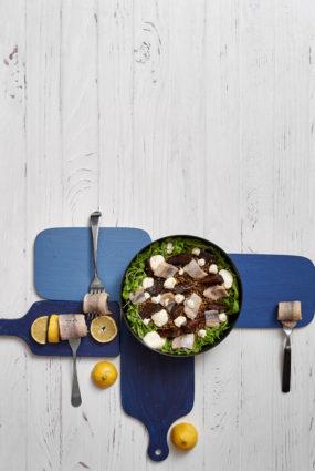 Lēcu salāti ar krāsnī ceptām bietēm un tradicionālo siļķi