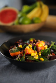 Biešu salāti ar mango un lēcām