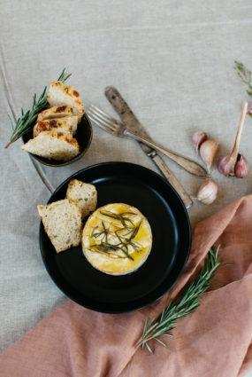 Cepts siers ar ķiplokiem