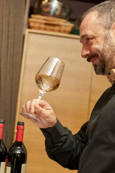 Kā izvēlēties vīnu vakariņām un svētku galdam?