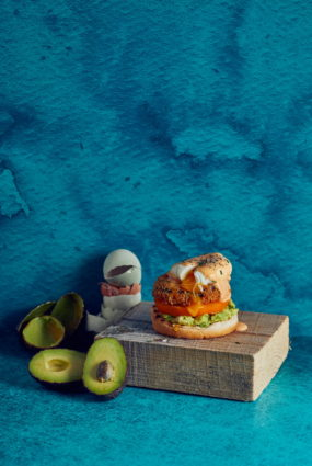 Veģetārie brokastu burgeri ar plaucētu olu
