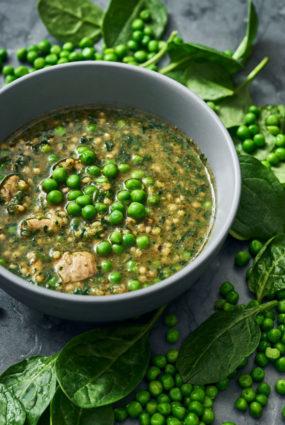 Sorgo un vistas karija zupa ar spinātiem