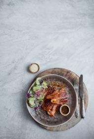 Mencas fileja un Āzijas gurķu salāti