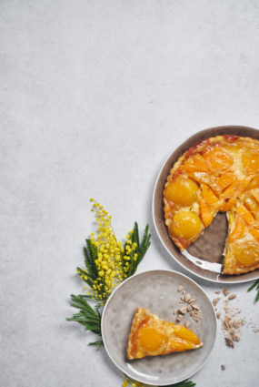 Persiku un kamambēra siera tarte