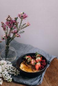 Polenta ar riekstu sviestu un ogām