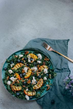 Grilētu nektarīnu salāti
