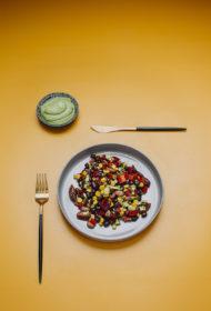 Pupiņu salāti ar avokado krēmu