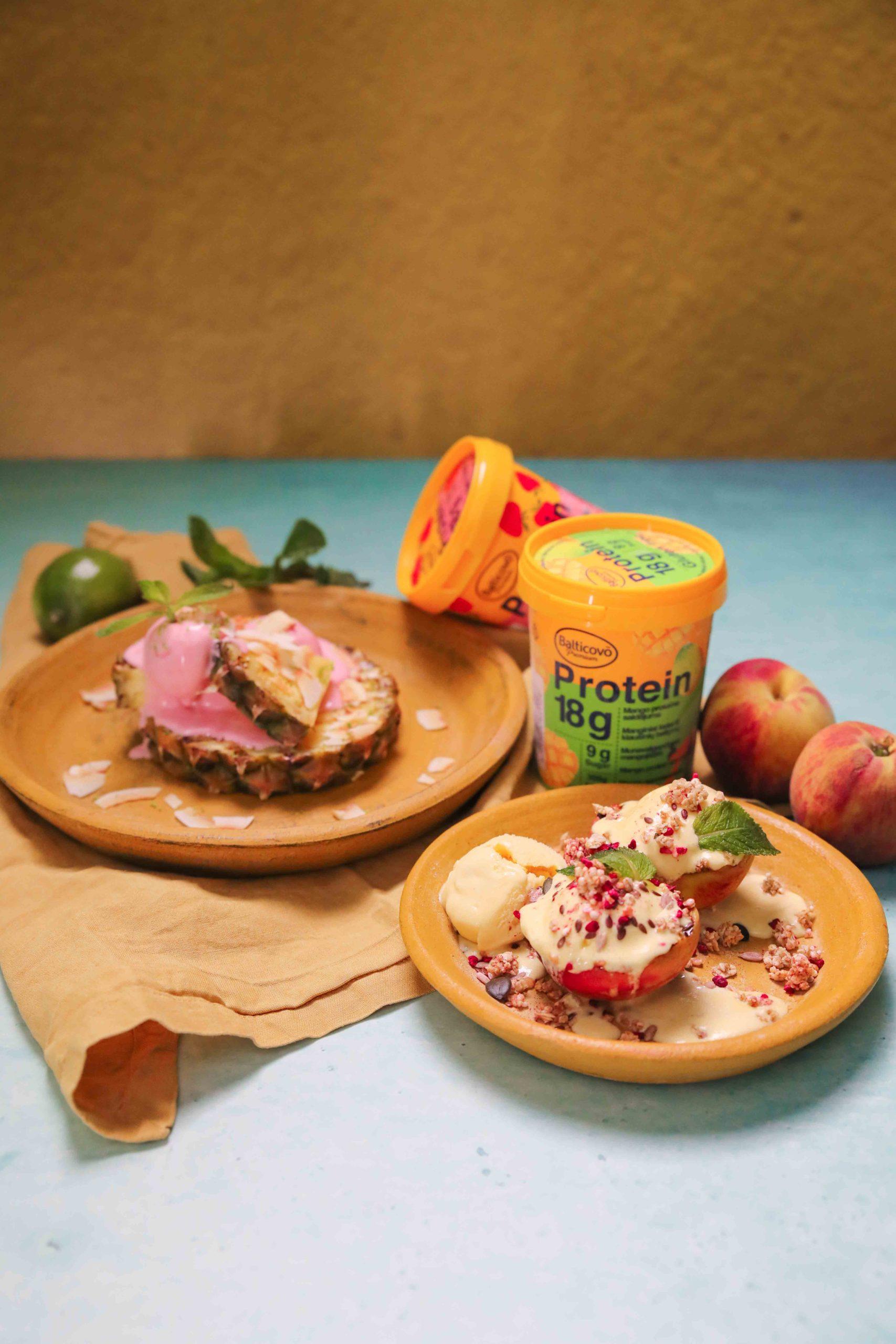 Proteīna saldējums ar grilētiem augļiem