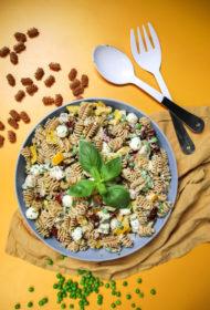 Makaronu salāti ar vistu un dārzeņiem