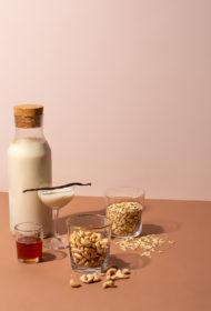 Auzu un Indijas riekstu piens