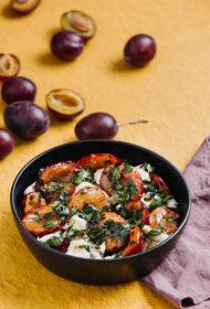 Grilētu plūmju un mocarellas salāti