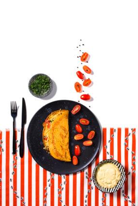 Turku zirņu omlete ar dārzeņiem, vegānisko sieru un pašgatavotu majonēzi