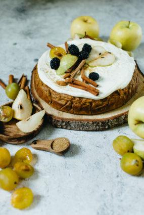 Burkānu kūka ar āboliem, bumbieriem un ķirbi