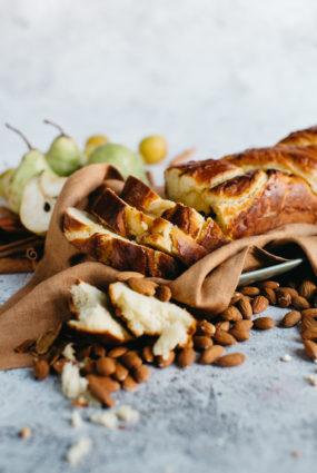 Brioša maize ar mandeļu krēmu